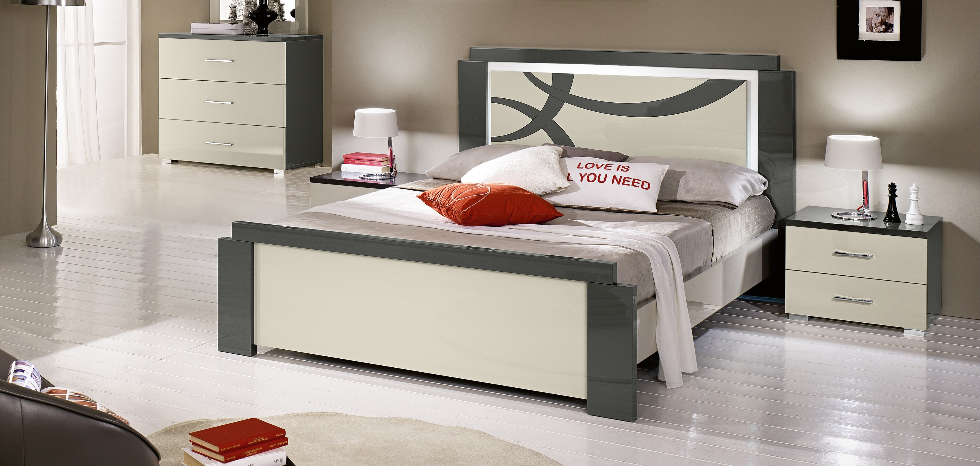 lampe argent e table basse en verre conforama. Black Bedroom Furniture Sets. Home Design Ideas