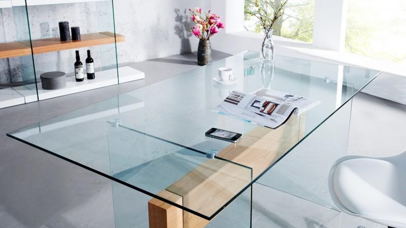 Bureau droit en verre trempé transparent avec bois june gdegdesign